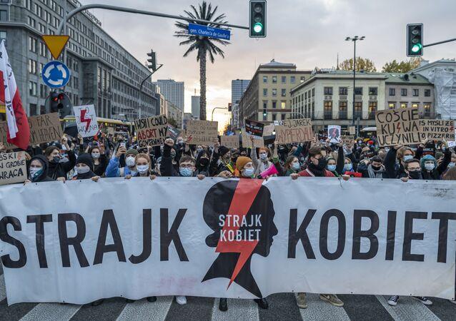 Strajk Kobiet w Warszawie. Protesty ws. zaostrzenia ustawy antyaborcyjnej