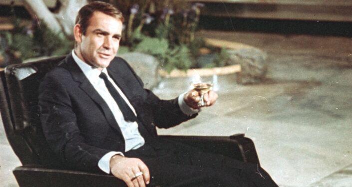Aktor Sean Connery w roli Jamesa Bonda, 1966 rok