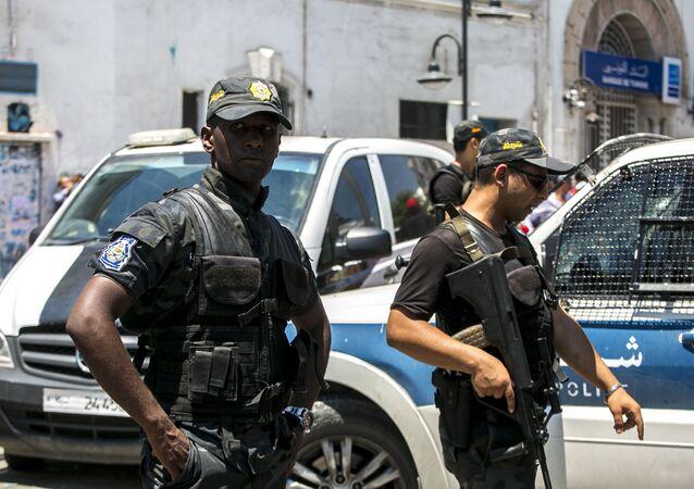 Tunezyjscy policjanci.