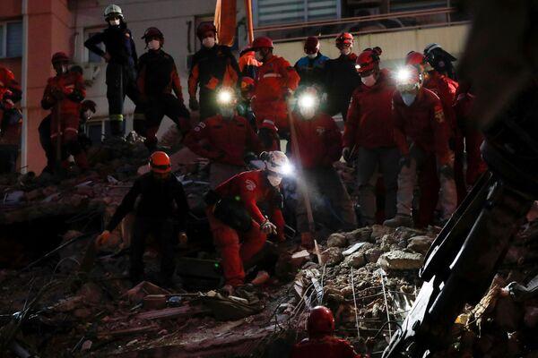 Poszukiwania ocalałych w Izmirze - Sputnik Polska