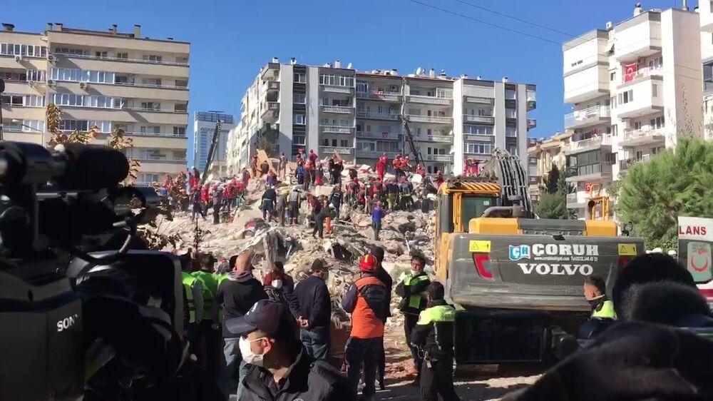 Poszukiwania ocalałych w Izmirze