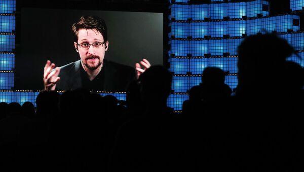 Wystąpienie byłego oficera CIA Edwarda Snowdena na wideokonferencji w Lizbonie - Sputnik Polska