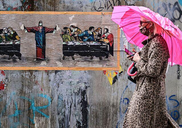 Kobieta w masce, Mediolan