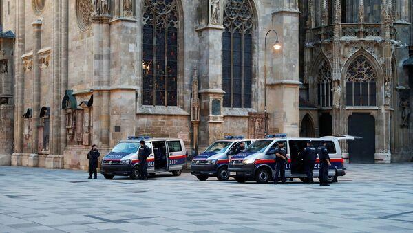 Policja na miejscu strzelaniny w Wiedniu - Sputnik Polska