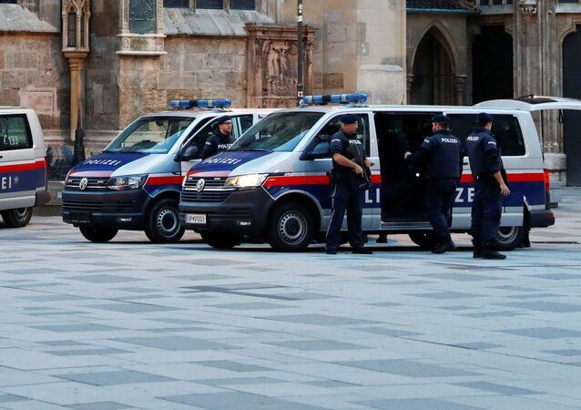 Policja na miejscu strzelaniny w Wiedniu