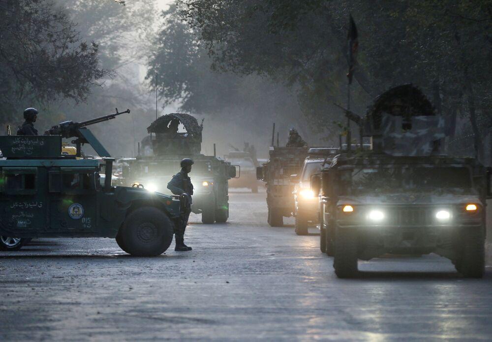 Afgańskie siły bezpieczeństwa na miejscu zdarzenia po zbrojnym ataku na uniwersytet w Kabulu