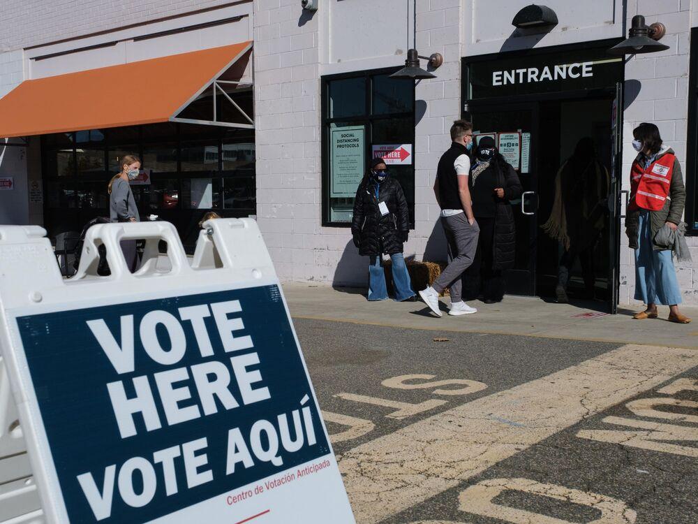 Wejście do jednego z lokali wyborczych w Waszyngtonie