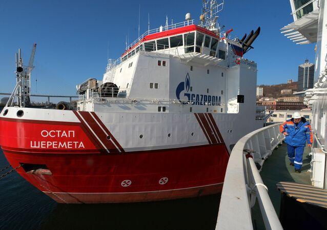 Statek Gazpromu Ostap Sheremet.