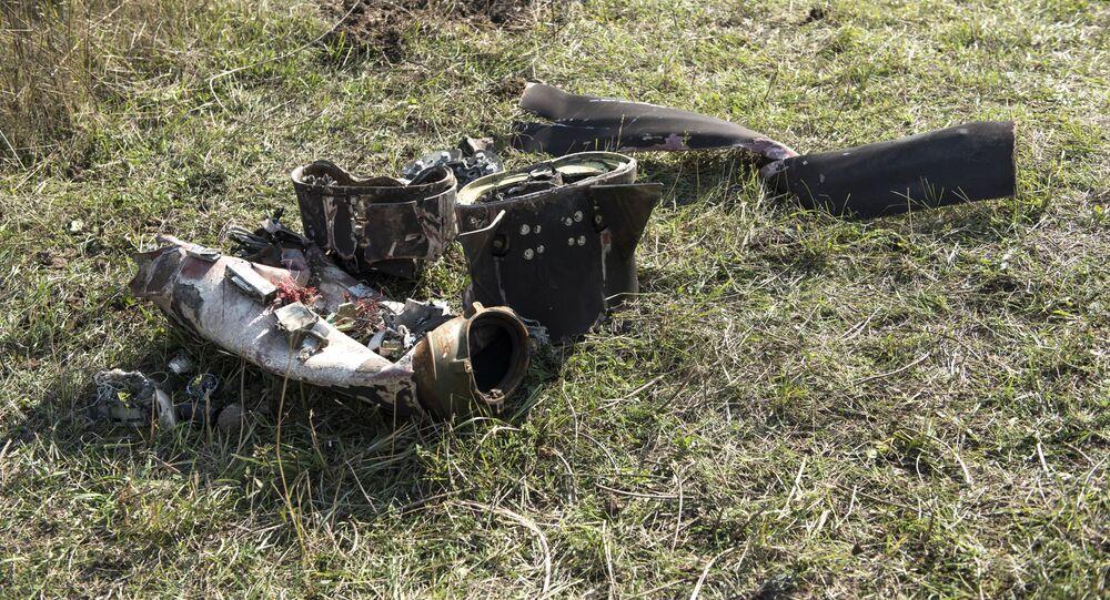 Fragmenty zestrzelonego drona w Stepanakercie.