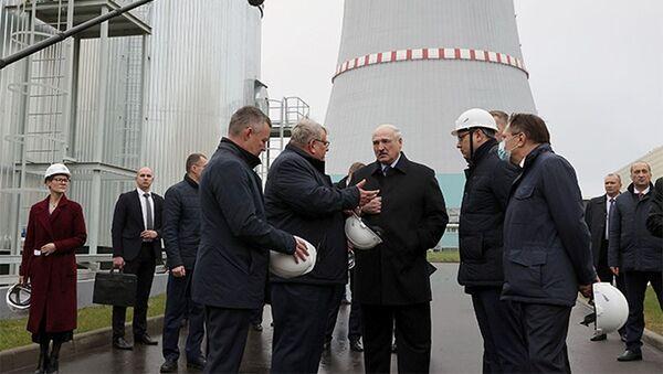 Prezydent Białorusi Aleksandr Łukaszenka podczas wizyty w Białoruskiej Elektrowni Jądrowej w Ostrowcu. - Sputnik Polska