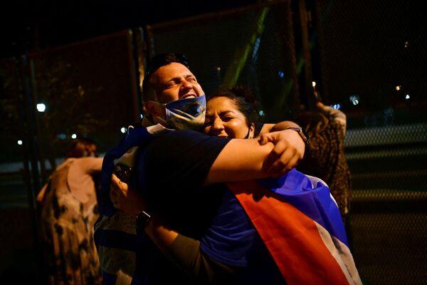 Mieszkańcy Wilmington świętują zwycięstwo Joe Bidena w wyborach prezydenckich w USA - Sputnik Polska