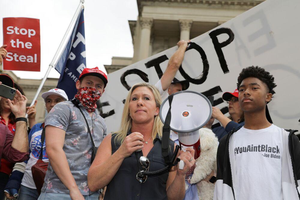 Zwolennicy prezydenta USA Donalda Trumpa biorą udział w proteście Stop the Steal''