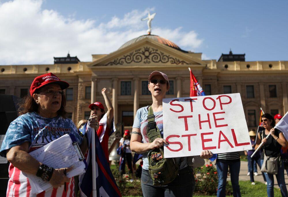 """Zwolennicy prezydenta USA Donalda Trumpa zbierają się na proteście """"Stop the Steal"""" po wyborach prezydenckich w USA"""
