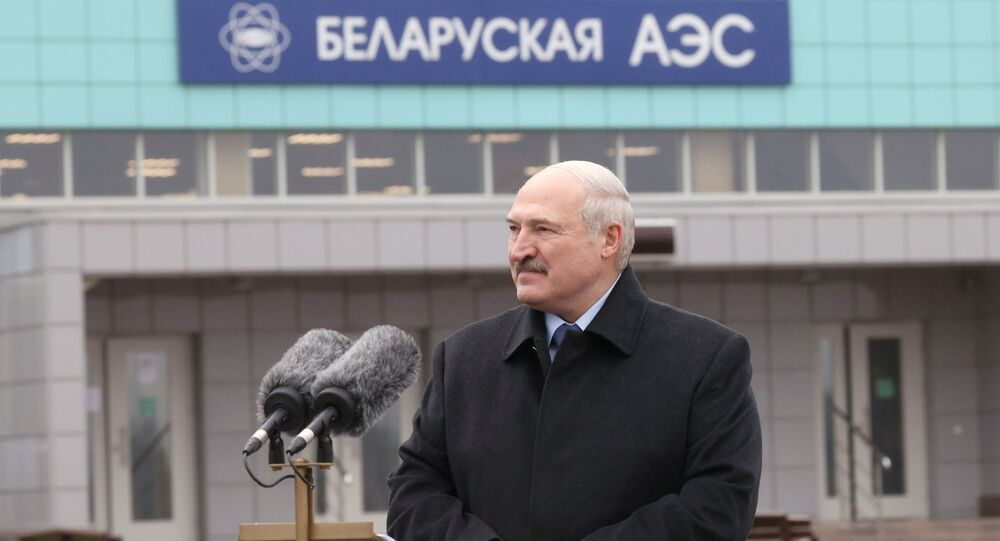 Prezydent Białorusi Aleksandr Łukaszenka podczas wizyty w Białoruskiej Elektrowni Jądrowej w Ostrowcu
