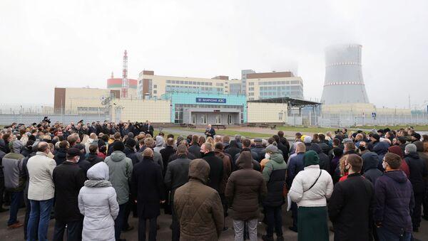 Prezydent Białorusi Aleksandr Łukaszenka podczas wizyty w Białoruskiej Elektrowni Jądrowej w Ostrowcu - Sputnik Polska