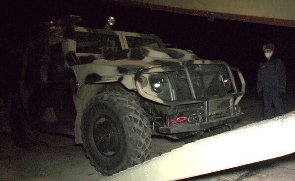 Żołnierze rosyjskich sił pokojowych polecieli do strefy konfliktu w Górskim Karabachu - Sputnik Polska