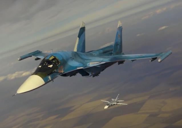 Tankowanie w dzień i w nocy myśliwców i bombowców Południowego Okręgu Wojskowego z tankowców Ił-78 Sił Powietrzno-Kosmicznych Rosji
