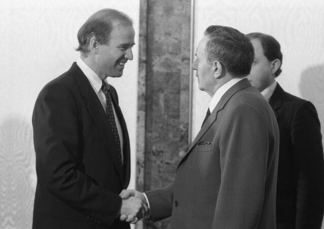 Amerykański senator Joe Biden i przewodniczący Prezydium Rady Najwyższej ZSRR Andriej Gromyko, Kreml,14.01.1988 r.
