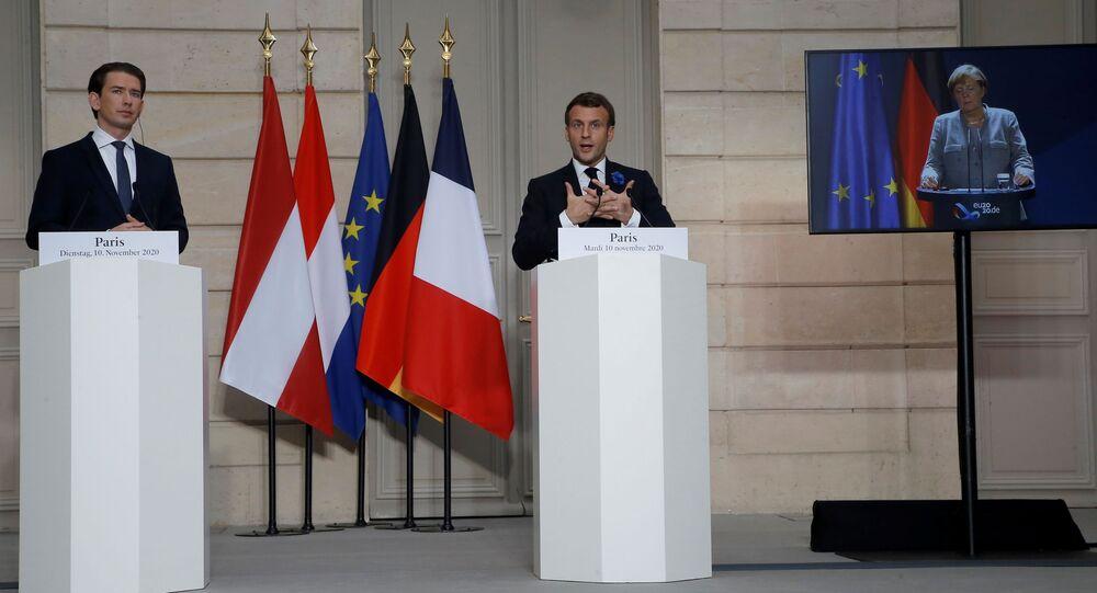 Kanclerz Austrii Sebastian Kurz, prezydent Francji Emmanuel Macron podczas wideokonferencji z kanclerz Niemiec Angelą Merkel.