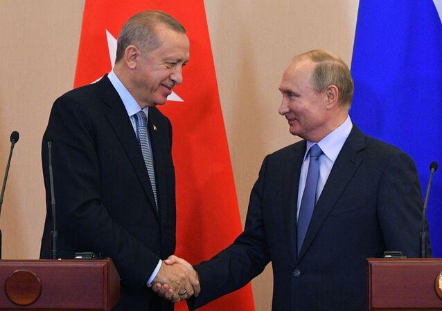 Prezydent Turcji Tayyip Erdogan z prezydentem Rosji Władimirem Putinem.