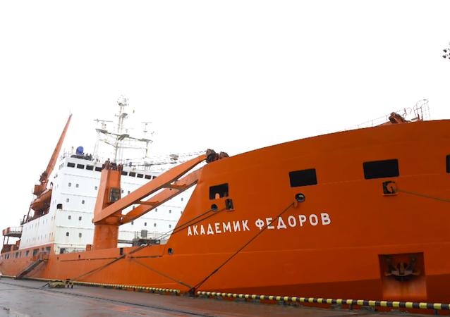 """Statek """"Akademik Fiodorow"""" wrócił do Petersburga z wyprawy arktycznej"""