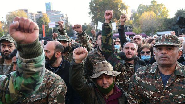 Uczestnicy protestu opozycji w Erywaniu - Sputnik Polska