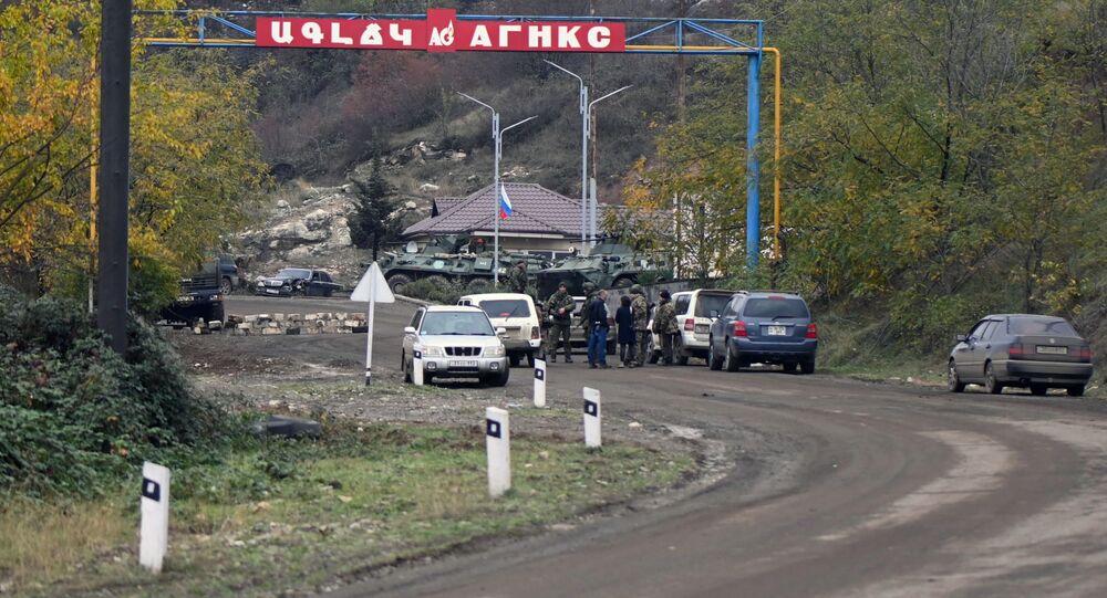 Punkt kontrolny w mieście Szuszi w Karabachu.