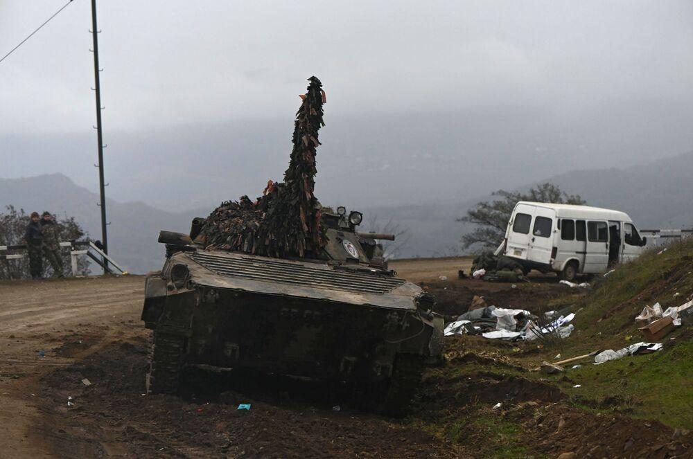 Porzucony sprzęt wojskowy w Górskim Karabachu