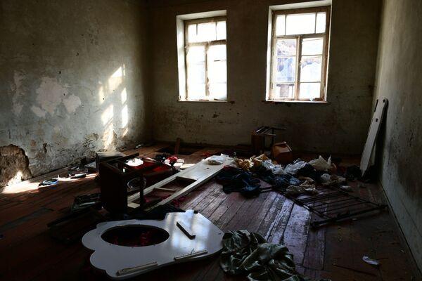 Opuszczone mieszkanie w wiosce Dadiwank na terytorium Górskiego Karabachu - Sputnik Polska