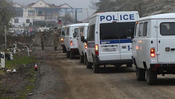 Samochody w wojskowym punkcie kontrolnym w Górskim Karabachu - Sputnik Polska