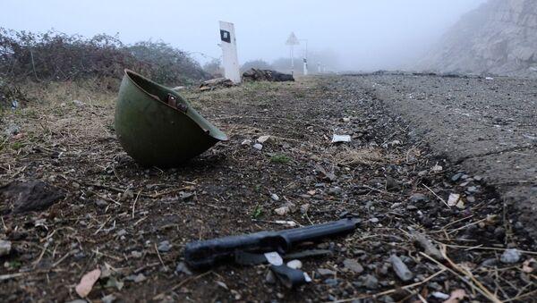 Porzucona amunicja na autostradzie w Górskim Karabachu - Sputnik Polska