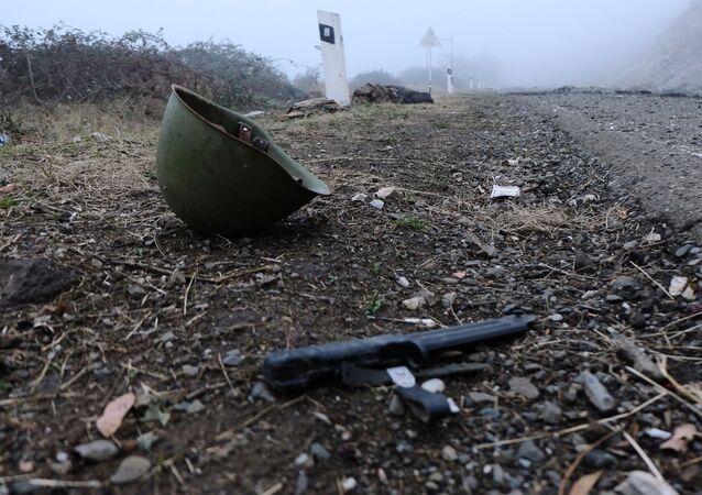Porzucona amunicja na autostradzie w Górskim Karabachu