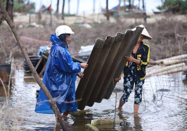 Tajfun Vamko dotarł do Wietnamu.