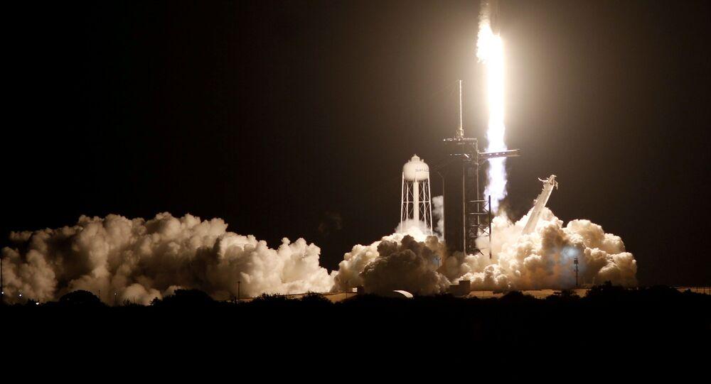 Crew Dragon SpaceX Falcon 9