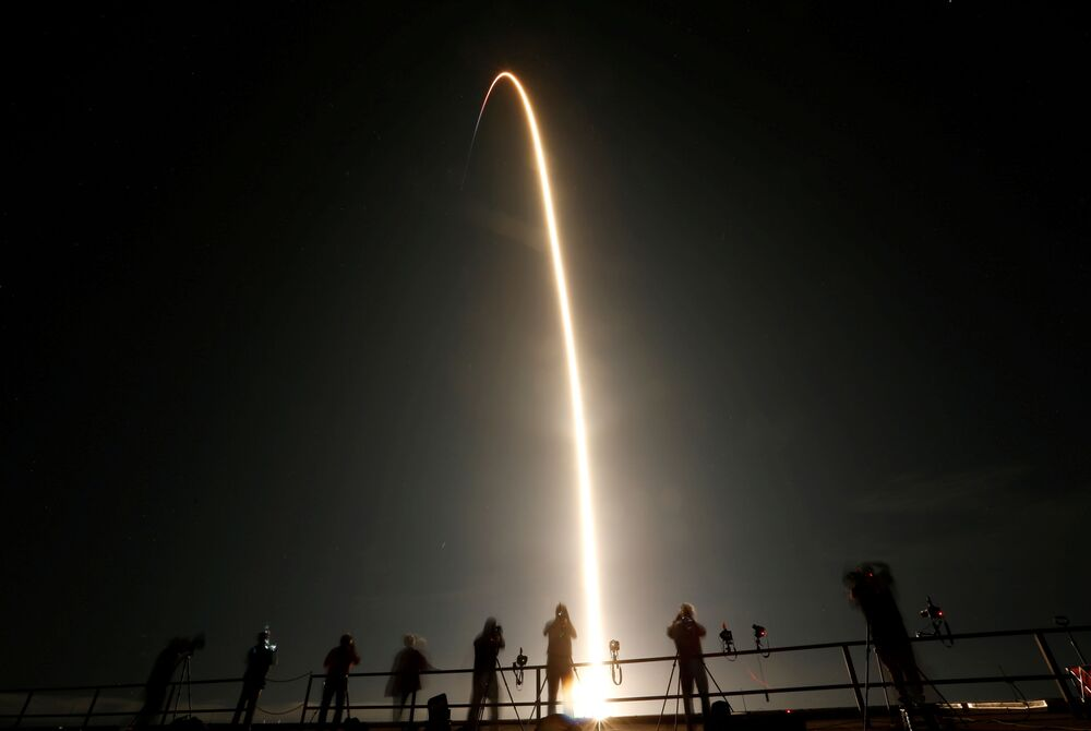 Start rakiety Falcon 9 ze statkiem załogowym Crew Dragon