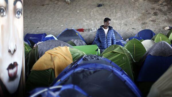 Obóz założony przez imigrantów w Saint-Denis - Sputnik Polska