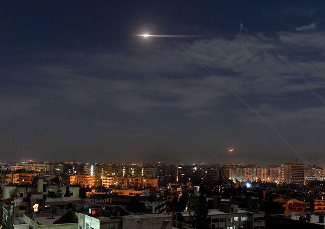 Syryjska obrona powietrzna podczas izraelskich ataków na Damaszek