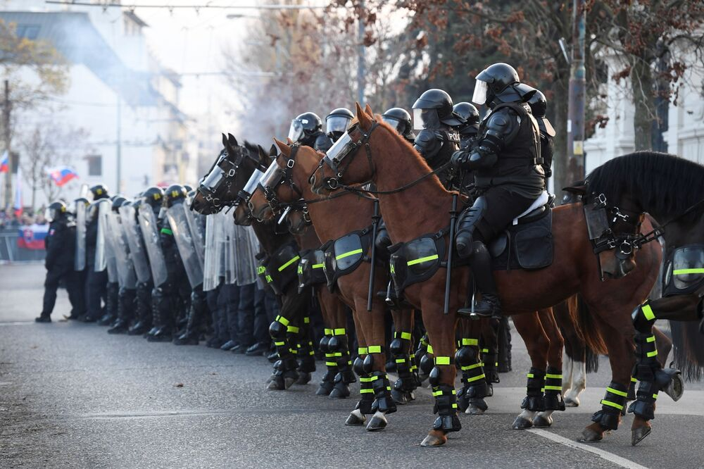 Policja na proteście w Bratysławie