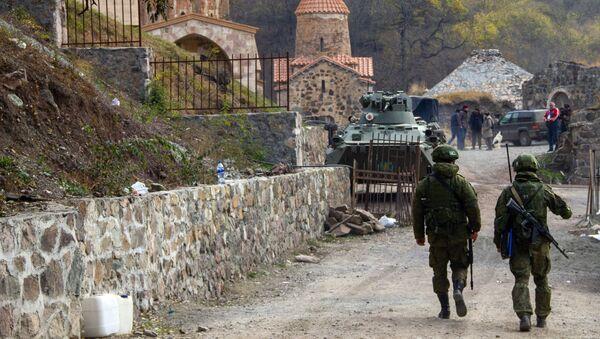 Żołnierze rosyjskich sił pokojowych w monastyrze Dadiwank w Górskim Karabachu. - Sputnik Polska