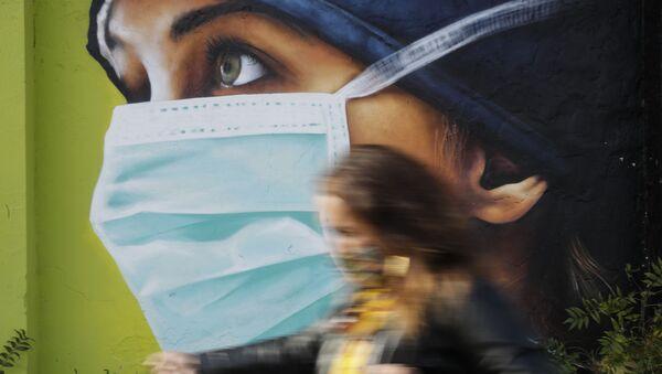 Graffiti w Mediolanie podczas epidemii koronawirusa - Sputnik Polska