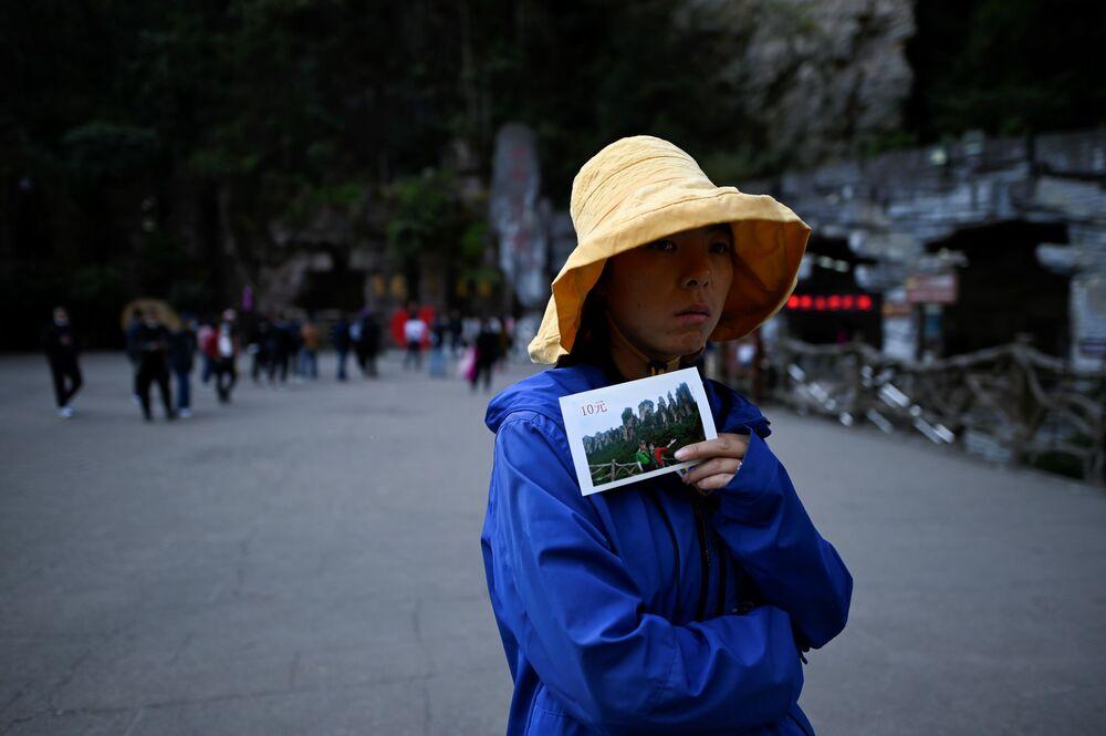 """Bailong Elevator, czyli """"Winda Stu Smoków"""" w chińskim Parku Narodowym Zhangjiajie"""