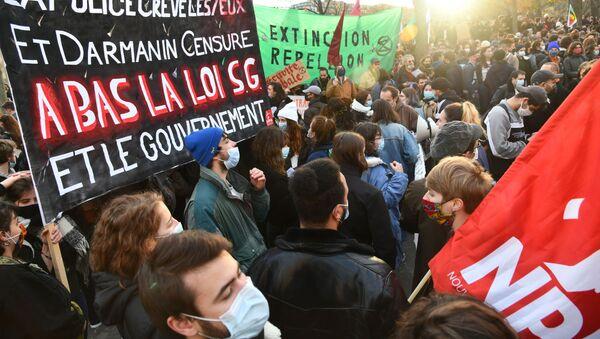 Protest w Paryżu - Sputnik Polska