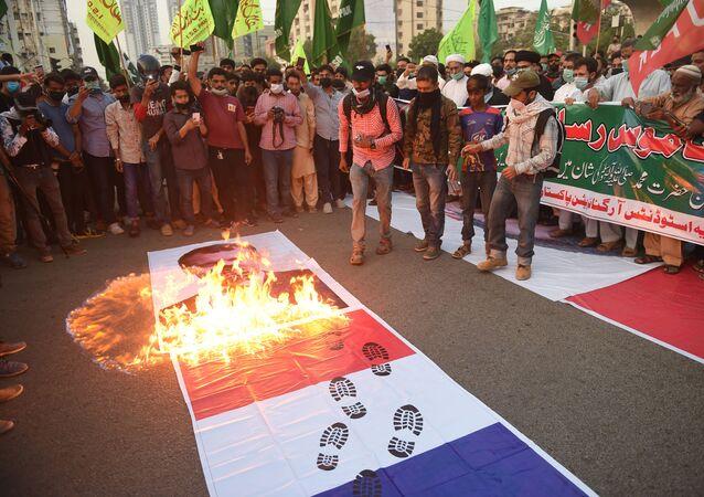 Protesty przeciwko Francji w pakistańskim mieście Karaczi