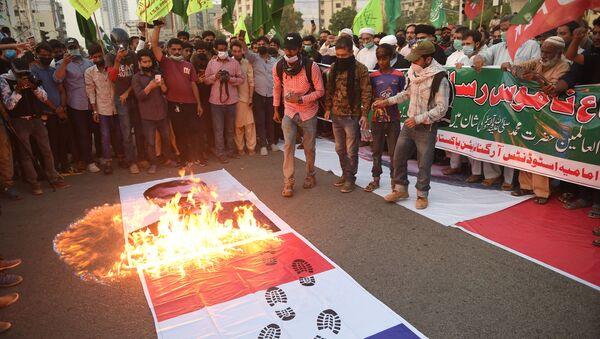 Protesty przeciwko Francji w pakistańskim mieście Karaczi - Sputnik Polska