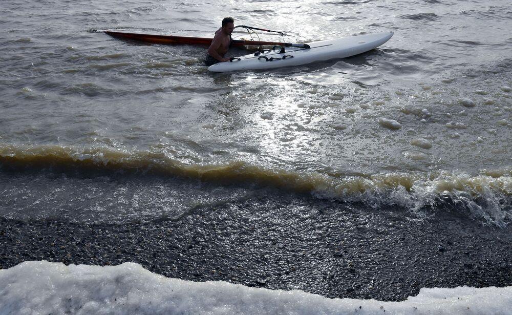 Windsurfer Aleksandr Orłow zamyka sezon na Zbiorniku Nowosybirskim
