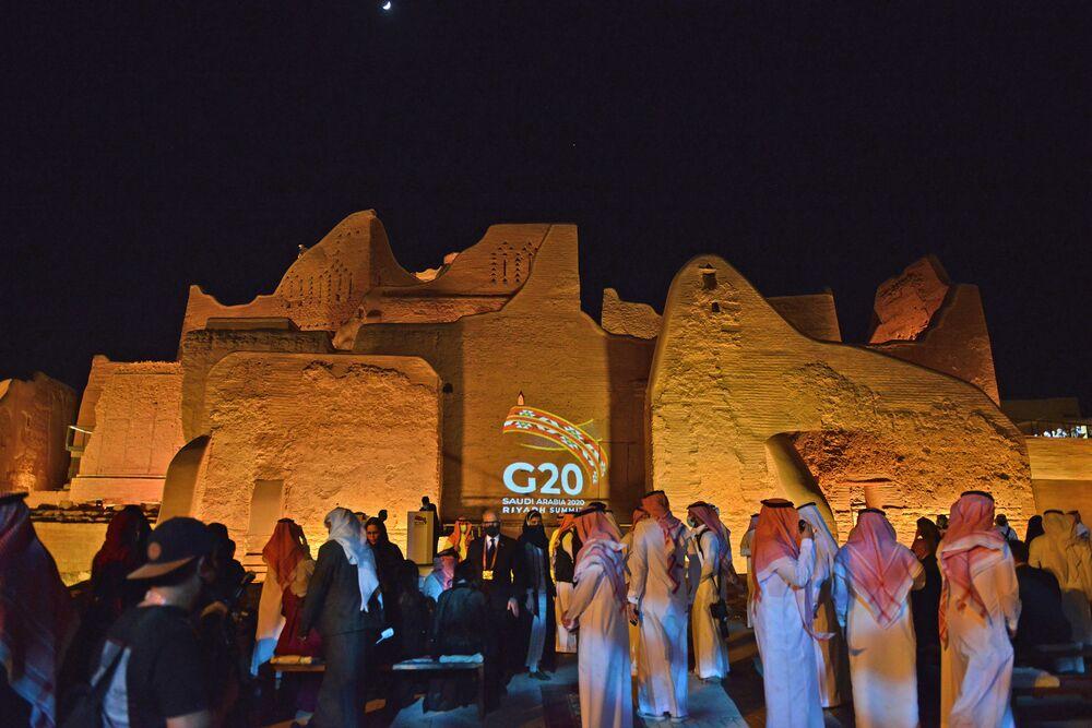 Logo G20 wyświetlone na al-Tarif w stolicy Arabii Saudyjskiej Rijadzie