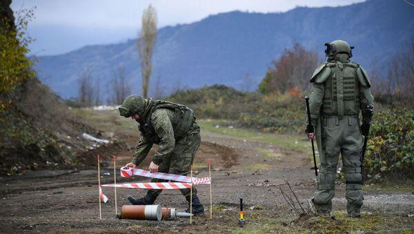 Specjaliści centrum przeciwminowego Ministerstwa Obrony Federacji Rosyjskiej rozpoczęli prace w Karabachu - Sputnik Polska