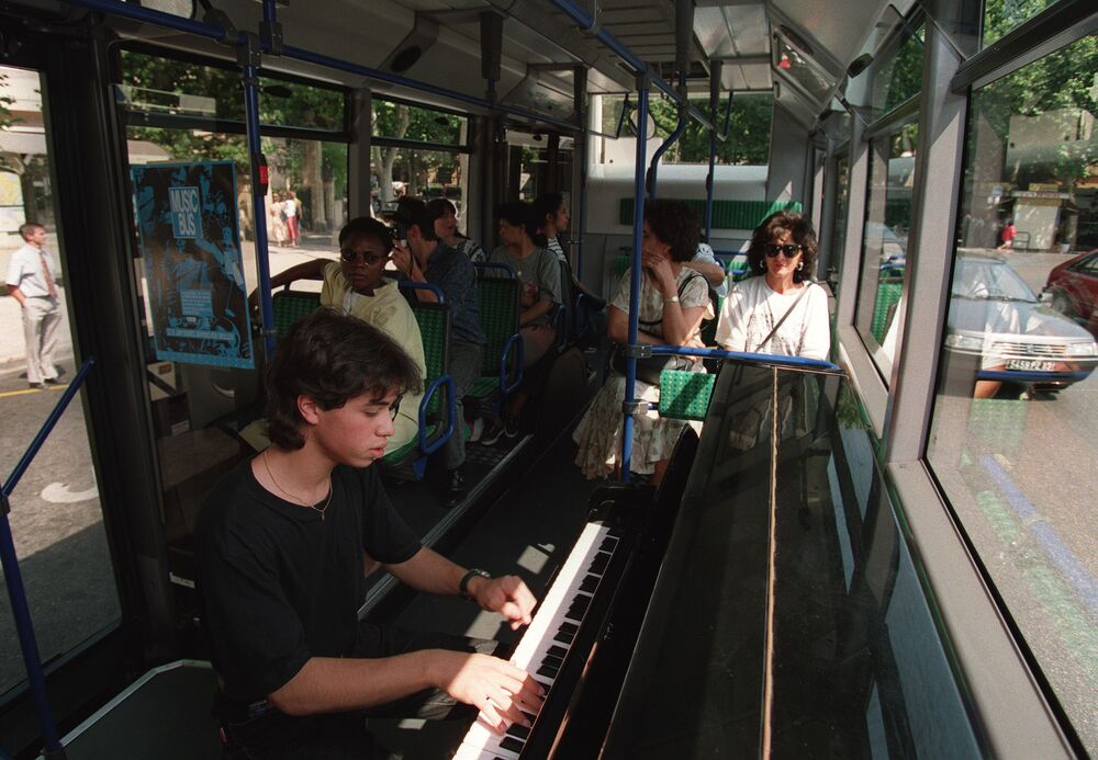 Pianista w autobusie we Francji
