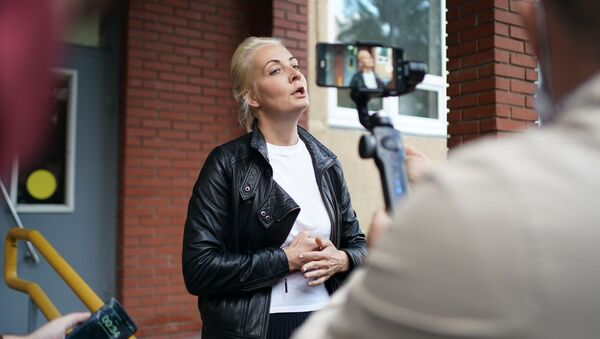 Żona blogera Aleksieja Nawalnego Julia w Omsku - Sputnik Polska