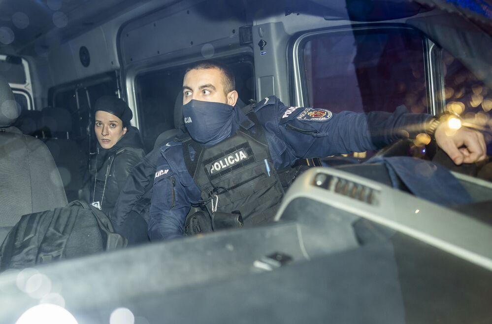 Dziennikarka Agata Grzybowska po zatrzymaniu przez policję podczas protestów przeciwko zaostrzeniu ustawy aborcyjnej
